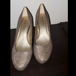 Beautiful sparkly gold high heels